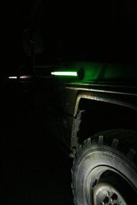 Kennzeichnung von Fahrzeugen mit grünem Leuchtstab mit Magnetfuß