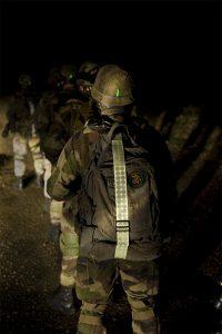 Reflektierender und nachtleuchtender Gürtel für Soldaten für nächtliche Einsätze.