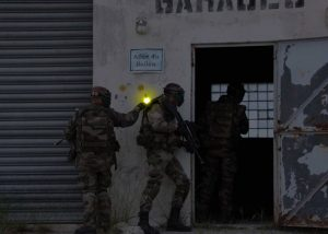 Markierung des Gebäudeeingangs bei Kampfeinsätzen