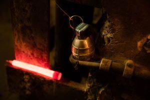 Kennzeichnungvon Granaten mit rotem Cyalume-Leuchtstab