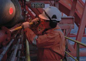 Leuchtende Kennzeichnung des Personals für Sicherheit bei Wartungsarbeiten an Kreuzfahrtschiffen