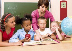 Box mit Leuchtstäben: Notbeleuchtung in Schulen