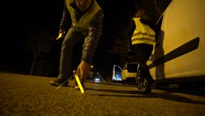 Leuchtende Markierungen auf dem Boden für Verkehrssicherheit