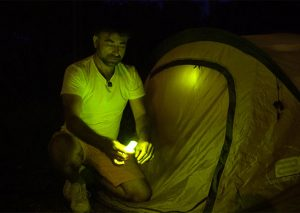 Nachtmarkierung von Zelten