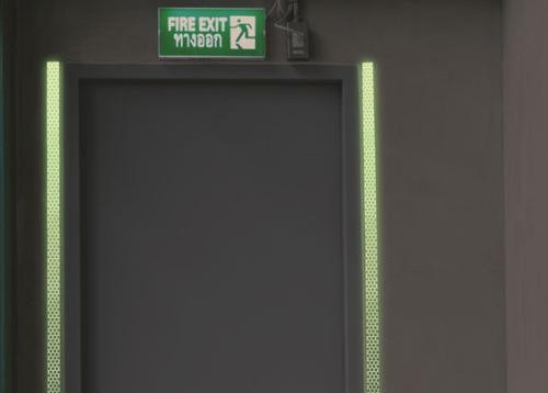 retro-reflektierenden und nachleuchtenden Bänder Markierung von Türrahmen
