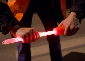 Longe Leuchtstab mit Leitkegel benutzt